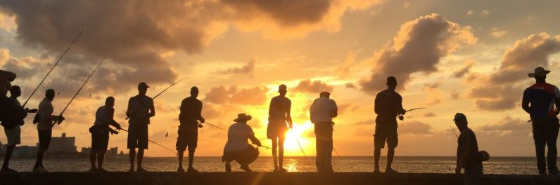 CUBA: Malecons fiskere i solnedgang