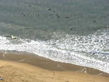 SØR-KOREA: Surfere på stranda i Busan